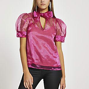 Roze blouse met strik om hals en pofmouwen