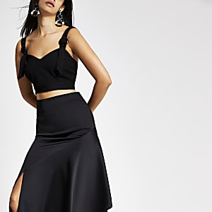 Black buckle trim crop top