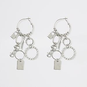 Zilverkleurige oorringen met hangers