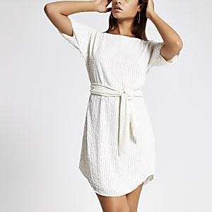 Paillettenbesetztes Kleid in Creme mit Taillenband