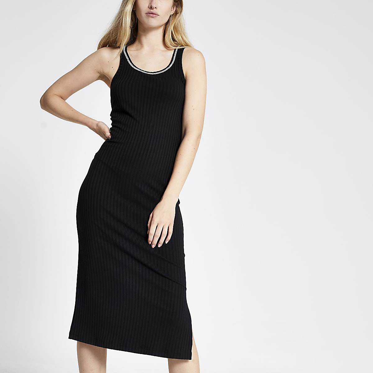 Robe mi-longue ajustée noire bordée de strass
