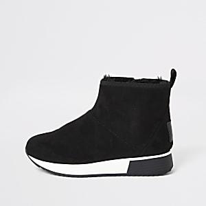 Schwarze Laufschuh-Stiefel mit Kunstfellfutter