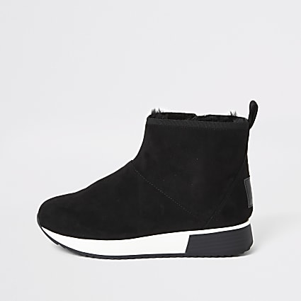 Black faux fur lined runner trainer boots