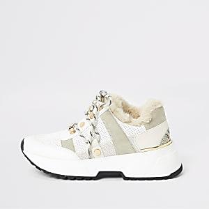 Robuste Sneaker mit Kunstfellfutter in Beige
