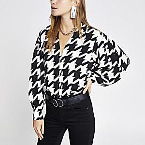 Zwart overhemd met pofmouwen en print