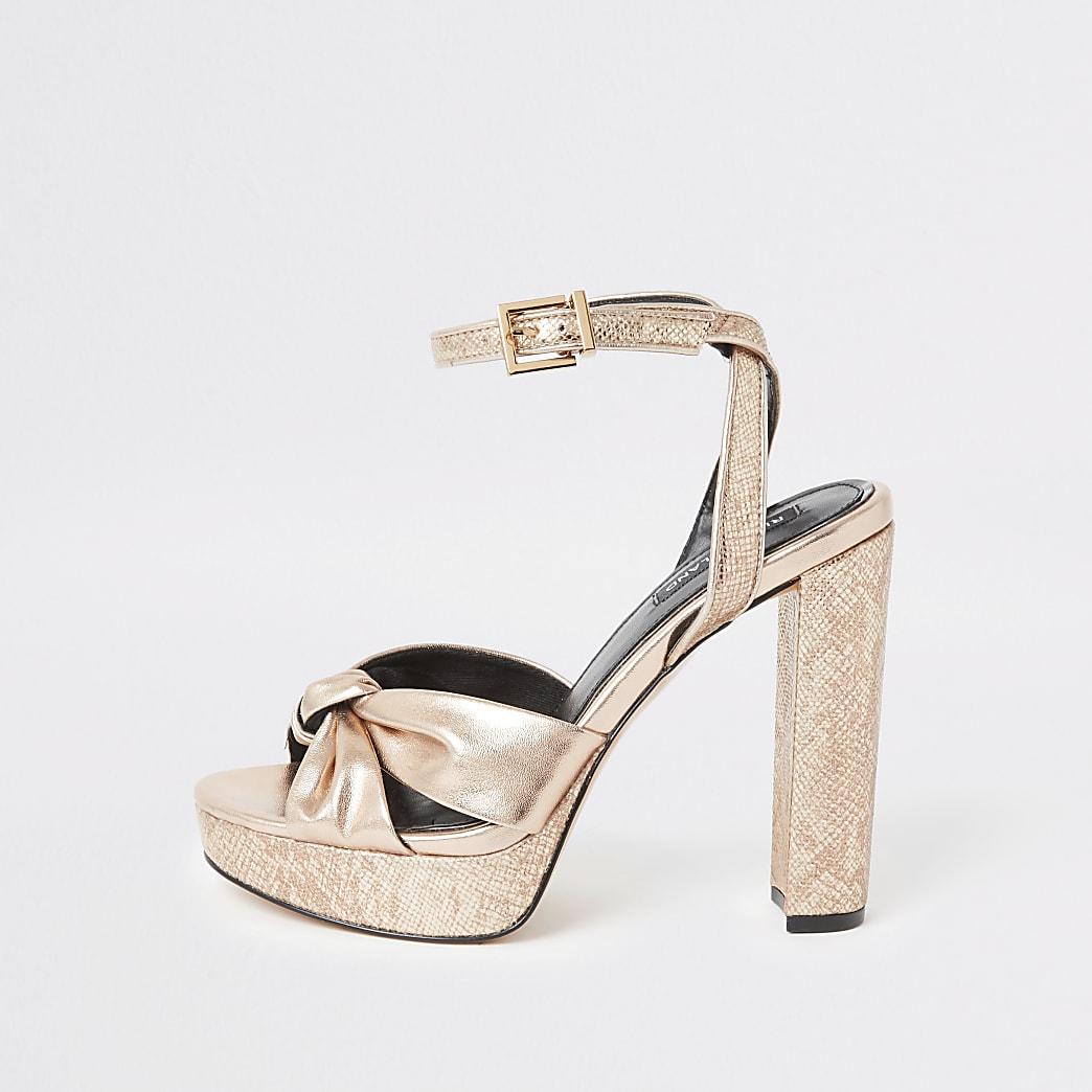 Goudkleurige sandaal met hak, plateauzool en knoop voor