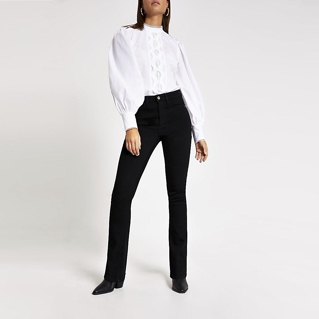 Schwarze Bootcut Jeans mit hohem Bund und ausgestelltem Bein