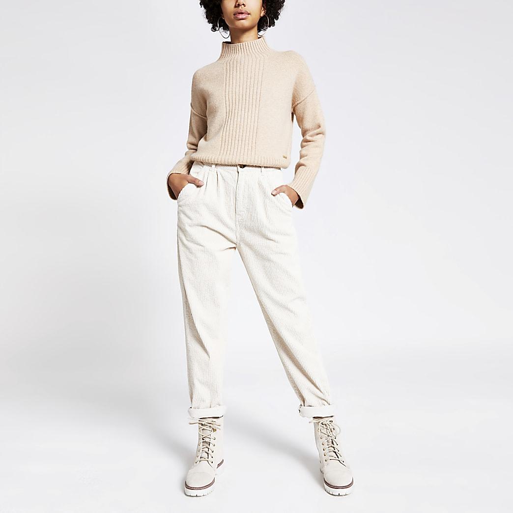 Crèmekleurige smaltoelopende corduroy broek met hoge taille