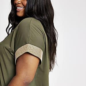 Plus – Khaki T-Shirt mit verzierten Ärmeln