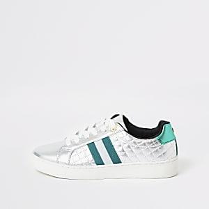 Silberne, gesteppte Sneaker mit Schnürung