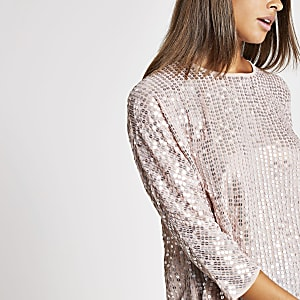 Top rose clair orné de sequins