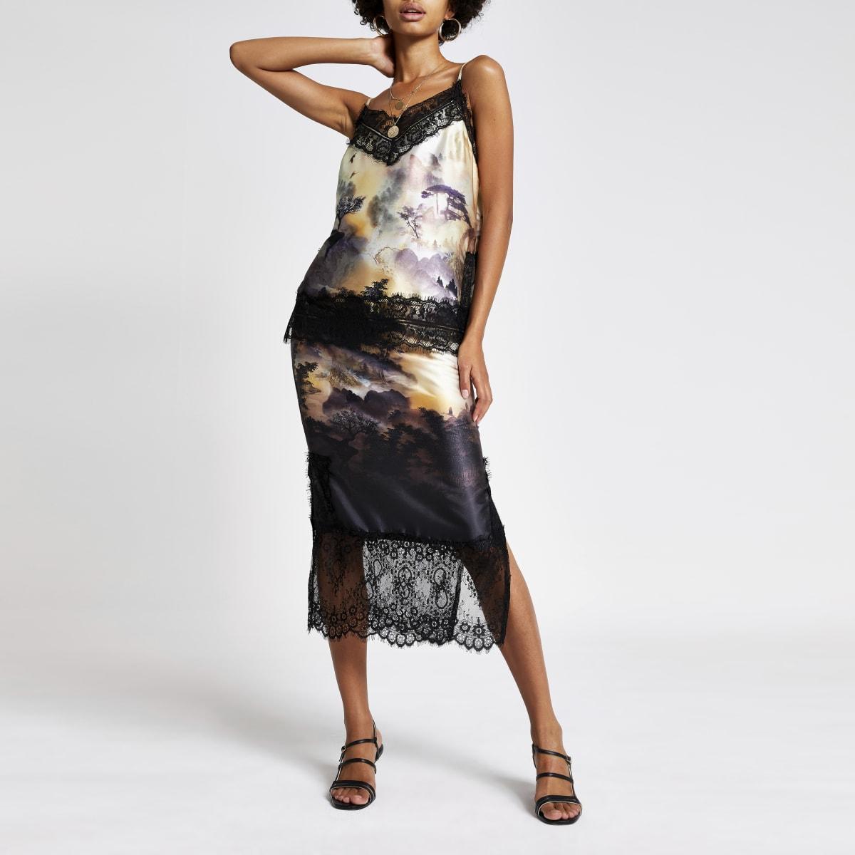 Jupe mi-longue noire avec imprimés et bordure en dentelle