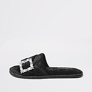 Schwarze Slipper aus Samt mit strassbesetzter Brosche