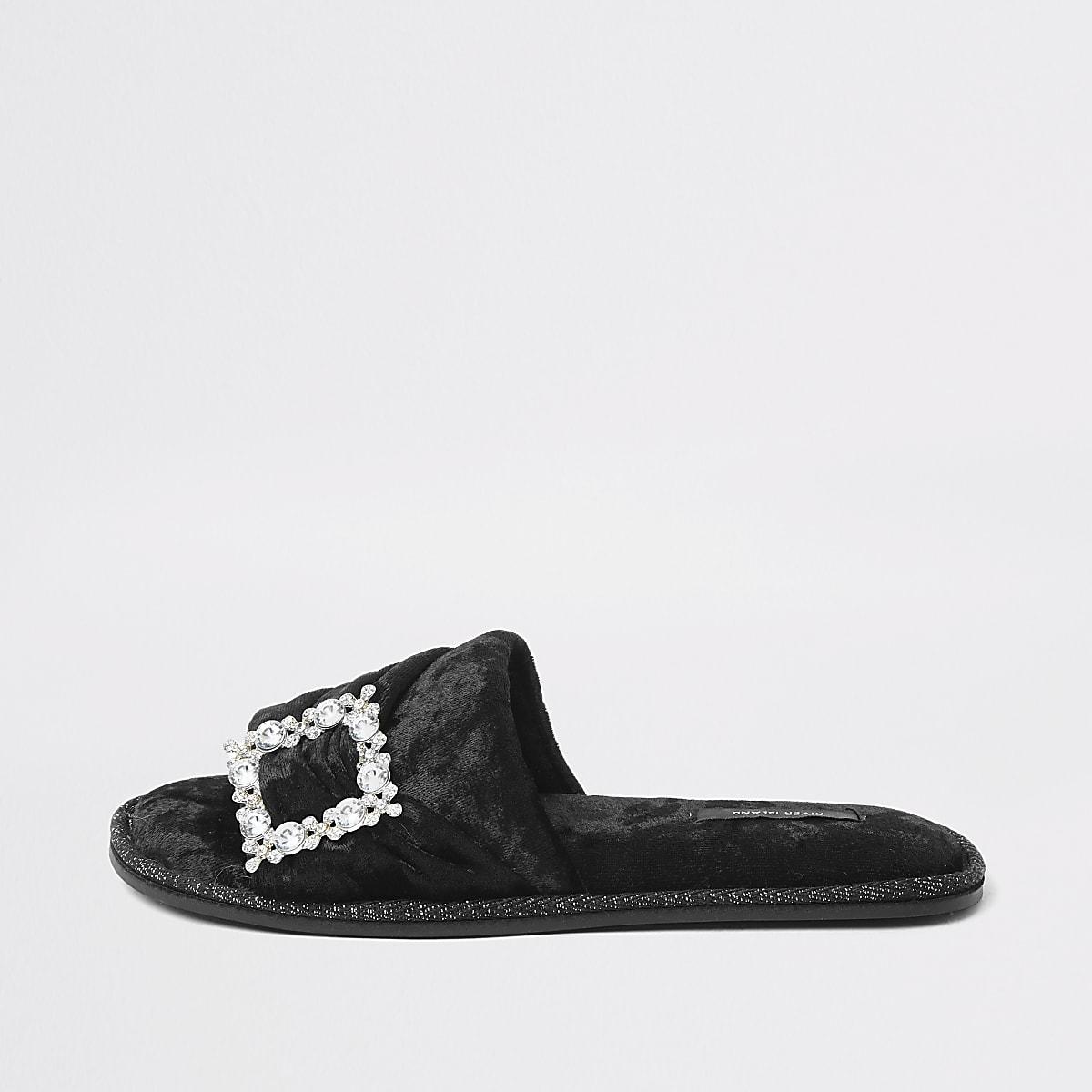 Zwarte fluwelen pantoffels met broche met siersteentjes