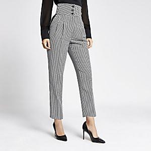 Schwarze Hosen mit hohem Bund und Karomuster