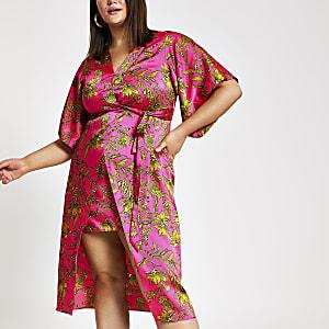RI Plus - Roze midi-jurk in kimonolook met bloemenprint