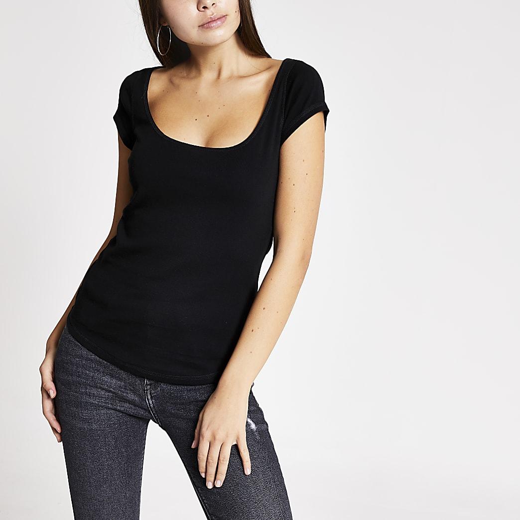 Zwart aansluitend T-shirt met lage hals