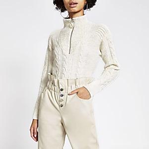 Pullover in Creme mit Strickzopfmuster und Reißverschluss am Kragen