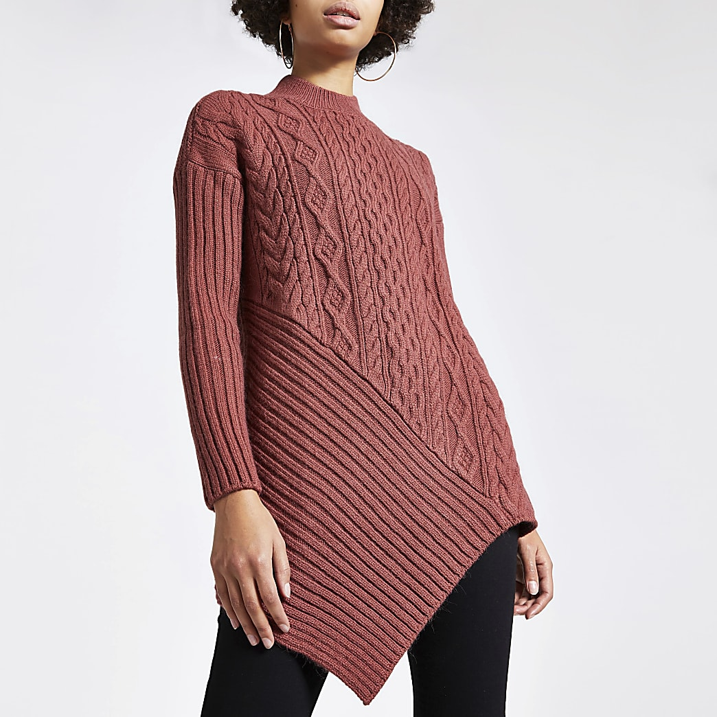 Roze asymmetrische gebreide trui met kabelpatroon