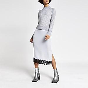 Graues Midi-Pulloverkleid aus Satin mit Spitzenrand