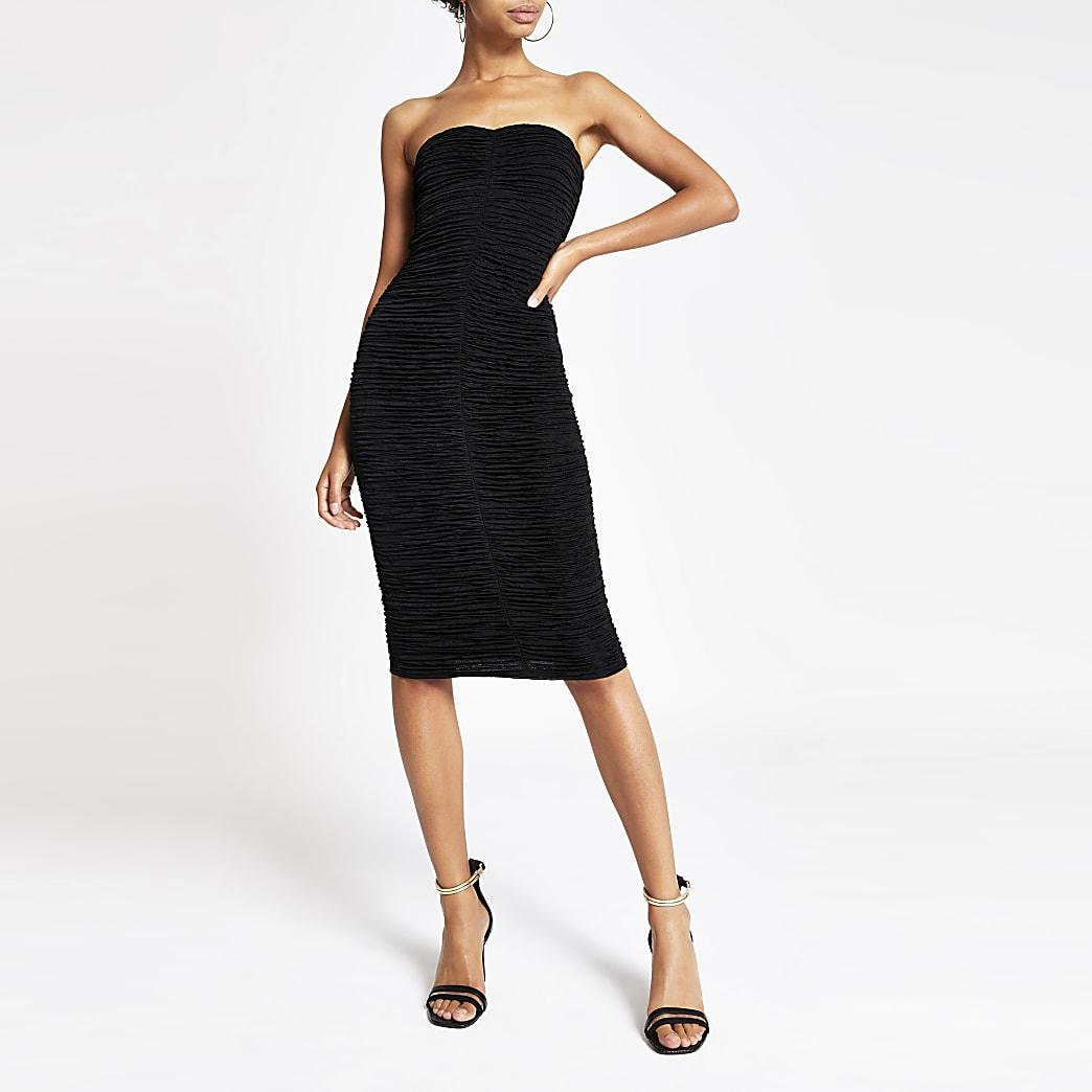 Robe Bardot ajustée noire froncée