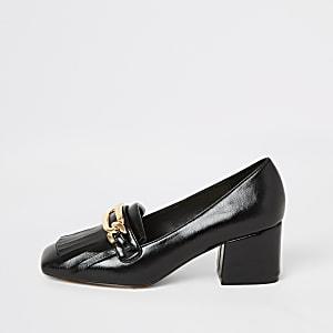 Zwarte loafers met kwastjeen hak