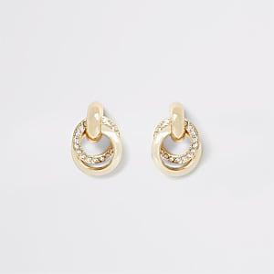 Goudkleurige oorknopjes met gedraaide ringen en siersteentjes
