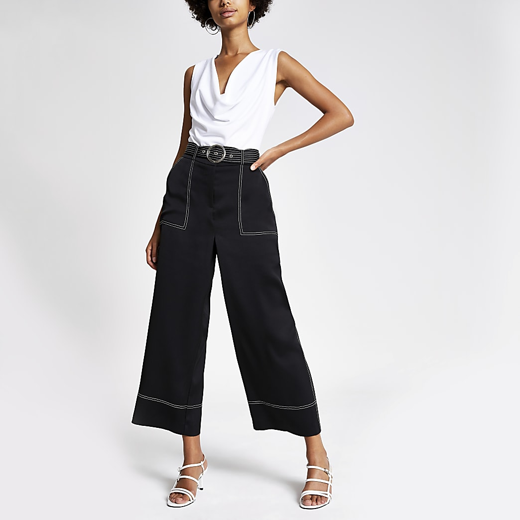 Kurz geschnittene Hose mit weitem Bein und Kontrastnähten in Schwarz