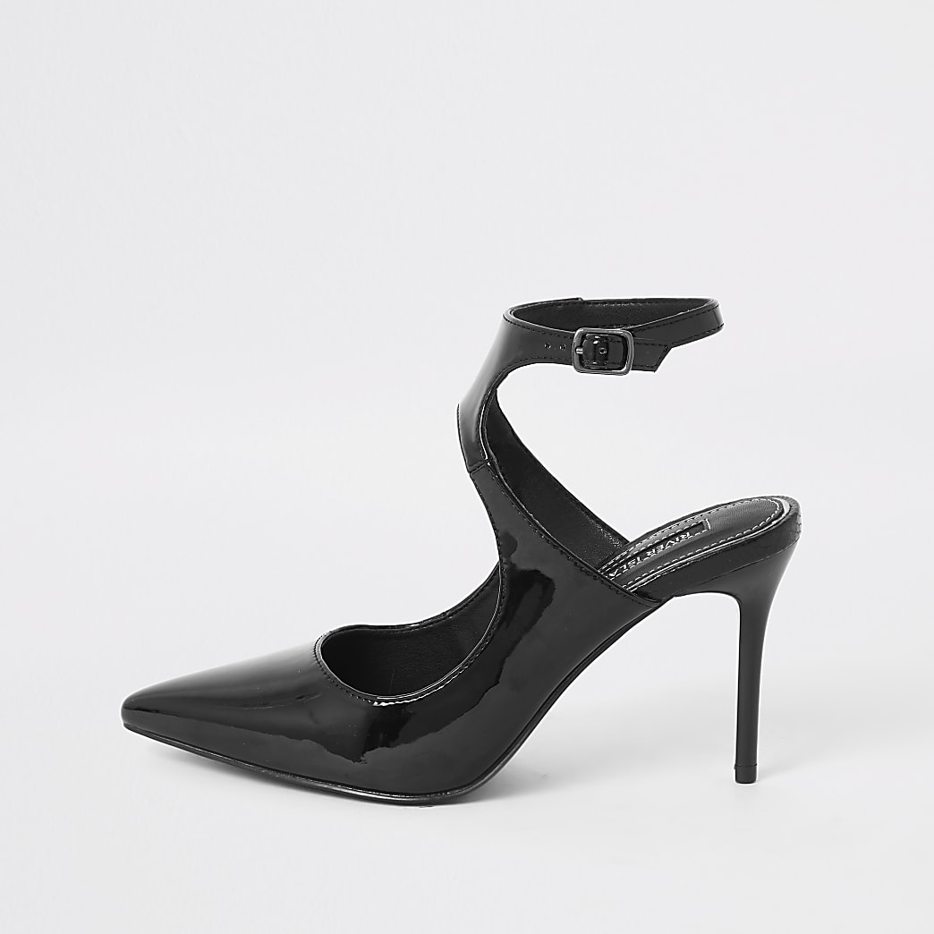 Black patent cut out pointed court shoe