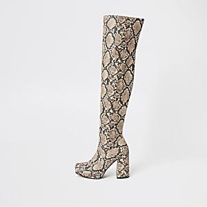 Braune Overknee-Stiefel in Schlangenlederoptik mit Plateauabsatz