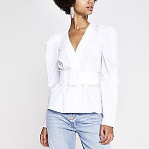 Weißes Hemd mit Gürtel