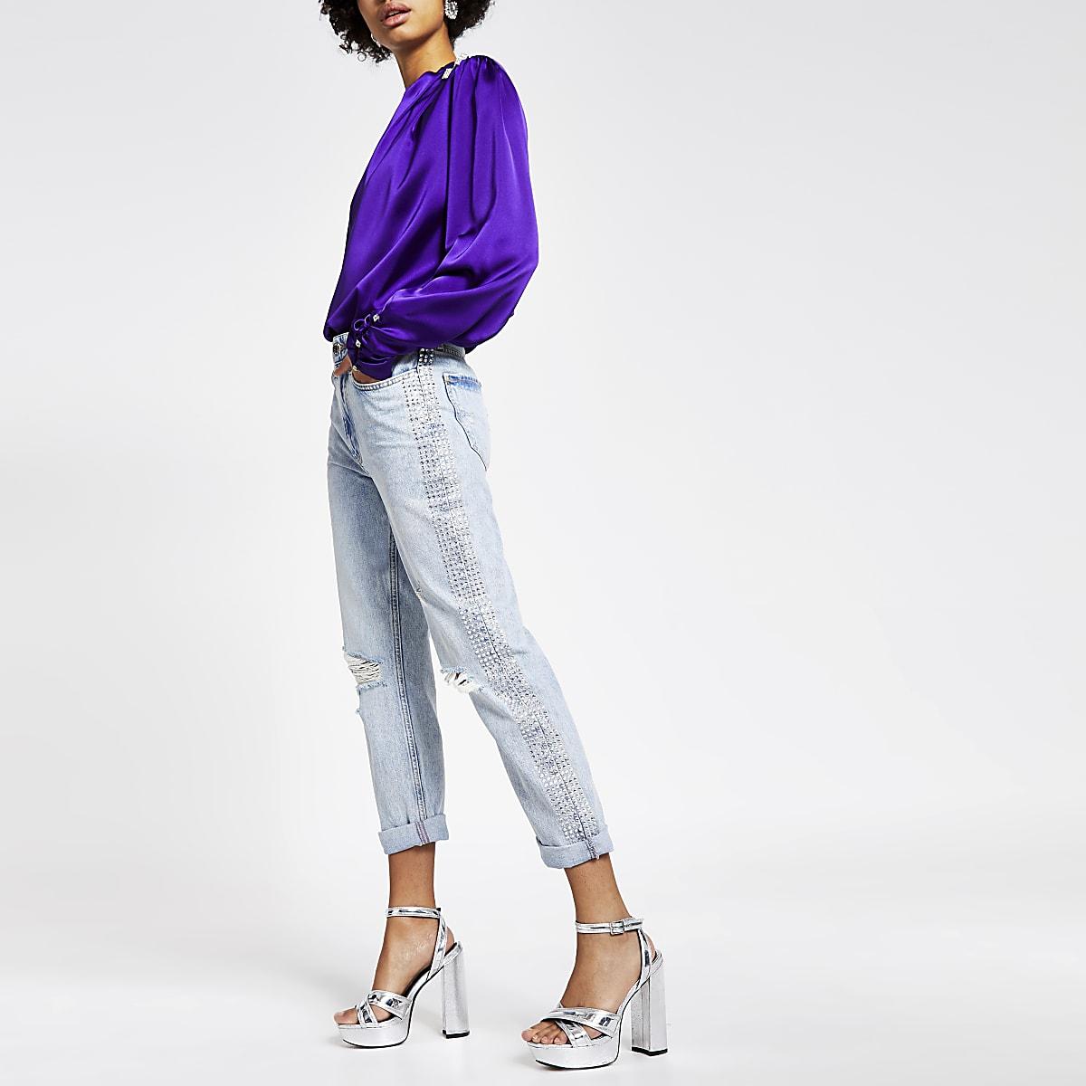 Lichtblauwe Mom jeans met siersteentjes langs de naad