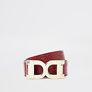 Roter Gürtel mit zwei D-Ring-Schnallen