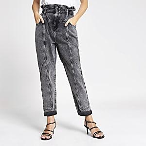 RI Petite - Grijze jeans met riem en geplooide taille