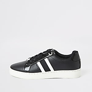 Schwarze Sneaker zum Schnüren mit seitlichem Streifen