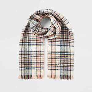 Écharpe roseà carreaux avec franges