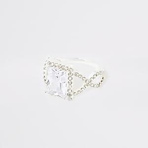 Zilverkleurige ring met vierkante siersteen