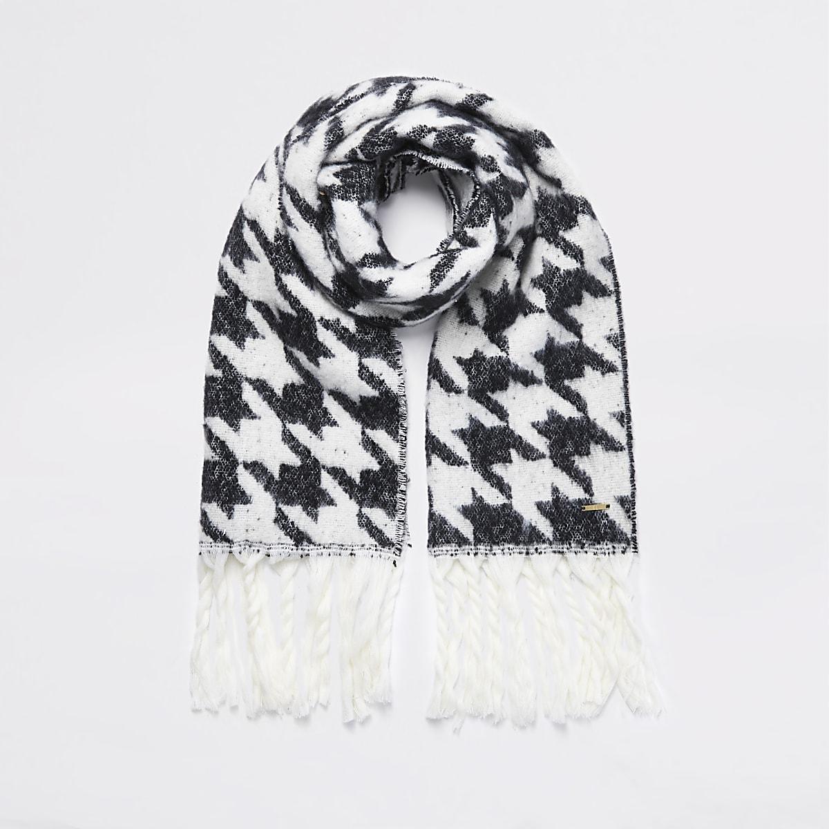 Écharpe en tricot noire àcarreaux pied-de-poule