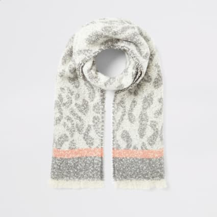 Grey leopard printed knitted scarf