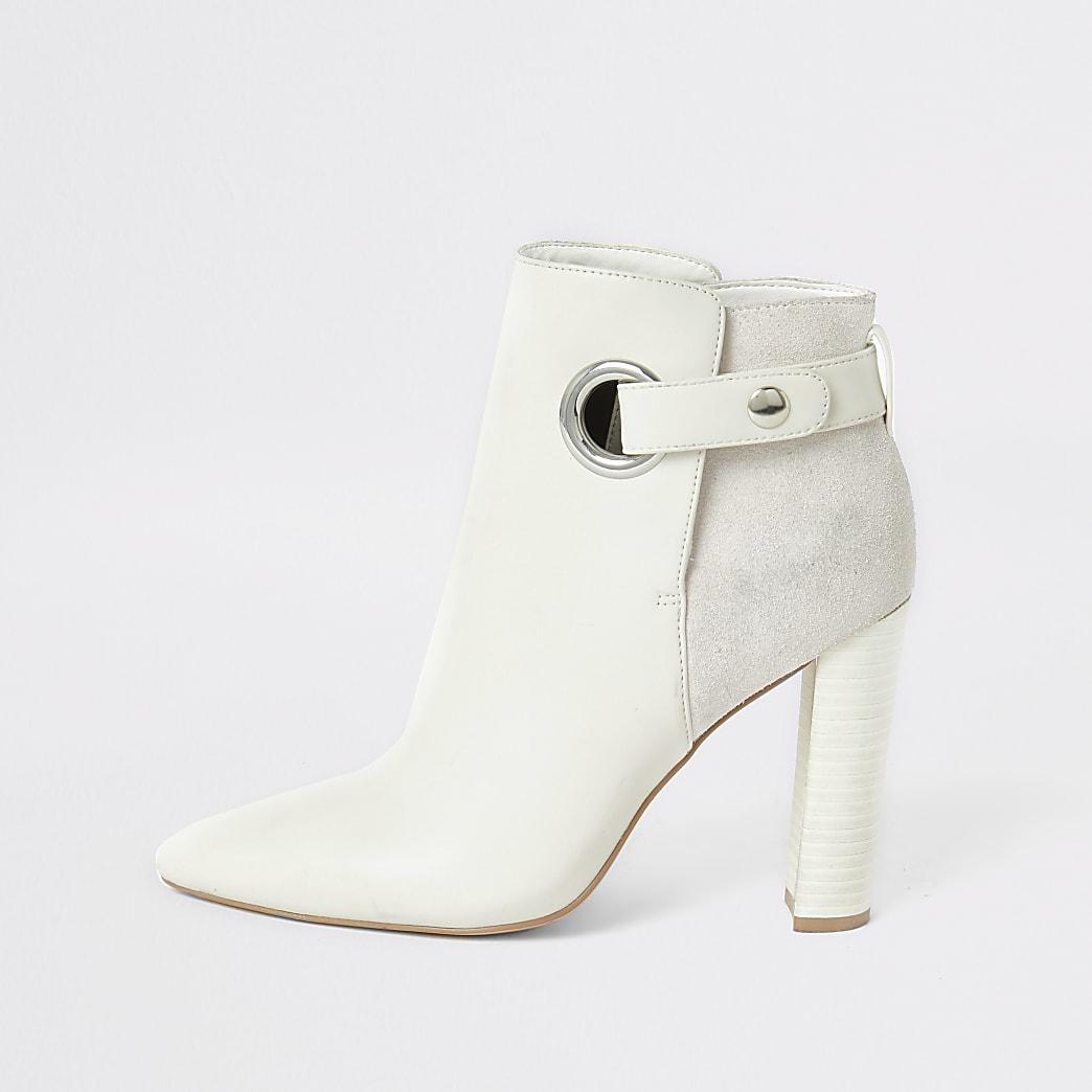 Witte spitse laarzen met wijde pasvorm