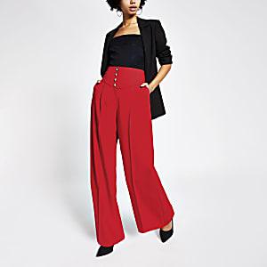 Rote Hose mit weitem Beinschnitt undd hohem Corsagebund