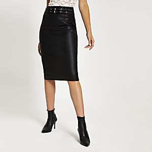 Jupe mi-longue en simili cuir noir à ceinture