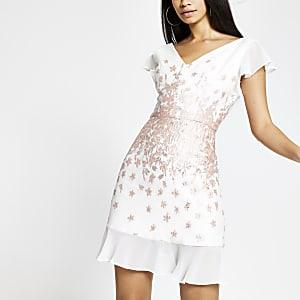 Chi Chi London – Weißes, verziertes Minikleid