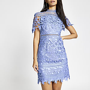 Chi Chi London – Willow – Robe en dentelle bleue