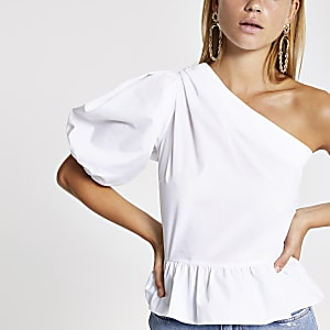 Witte top met blote schouder en peplum