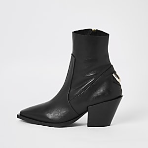 Bottines en cuir noir à bout pointu
