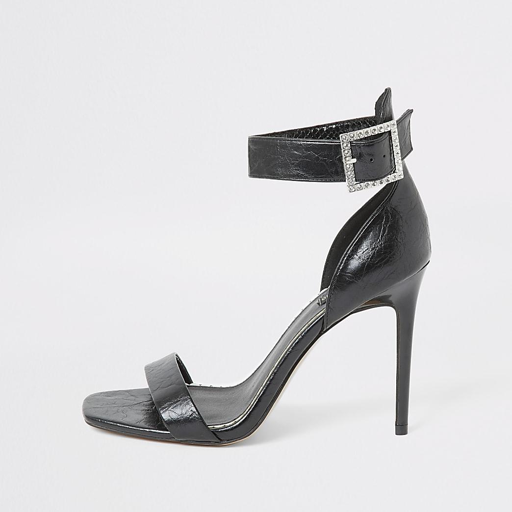 Zwarte sandaal met gesp en brede pasvorm
