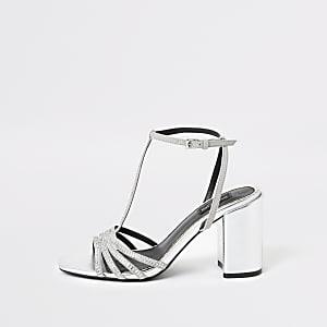 Zilverkleurige sandalen met T-bandje en wijde pasvorm