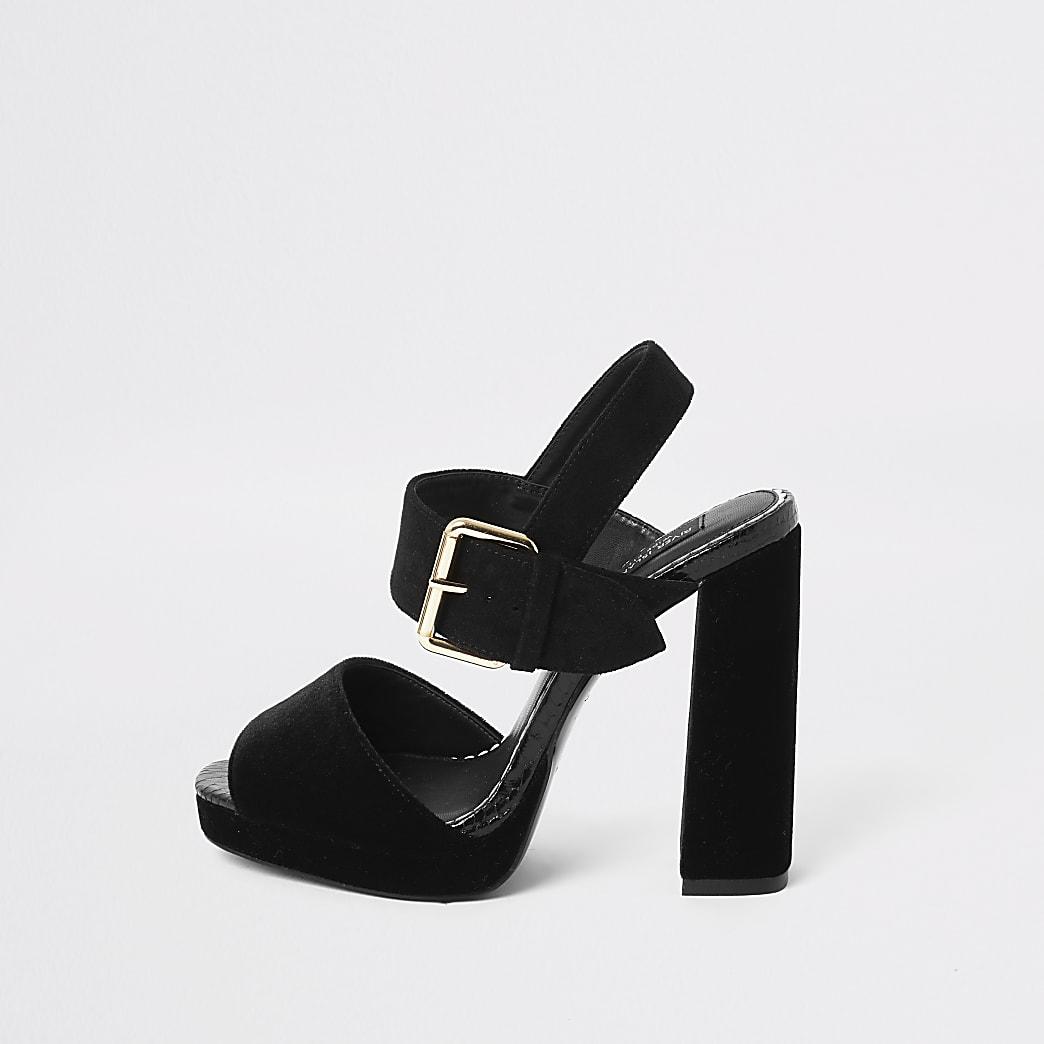 Zwarte fluwelen sandalen met hak, brede pasvorm en plateauzool