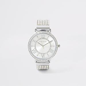 Zilverkleurig horloge bedekt met siersteentjes